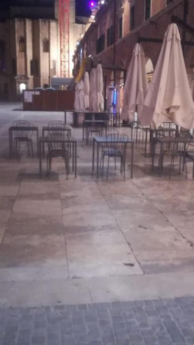 sedie piazza 1